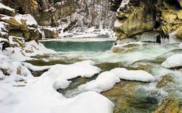 Быстрое река зимы стоковое изображение rf