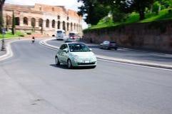 Быстроподвижный зеленый Фиат 500 Стоковые Фотографии RF