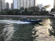 Быстроходный катер на реке Lamtsuen, Taipo, новых территориях Стоковые Изображения RF