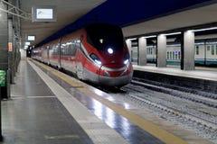 Быстроходный поезд Frecciarossa на станции Стоковые Изображения