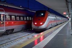 Быстроходный поезд Frecciarossa на станции Стоковое Изображение RF