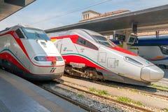 Быстроходные поезда в Италии стоковая фотография