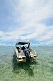 Быстроходный катер в пляже. Стоковое Изображение RF