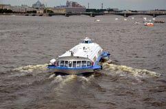 Быстроходный катер на реке Neva Стоковое Фото