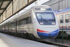 Быстроходный поезд в станции Стоковые Изображения