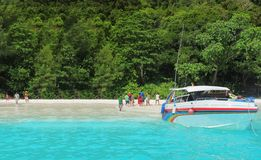 Быстро пройдите шлюпка на beack, остров Tachai Стоковое Фото