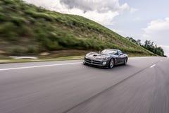 Быстро проходить автомобиля спорт гадюки доджа стоковое изображение rf