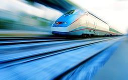 быстро проходя поезд Стоковые Фотографии RF
