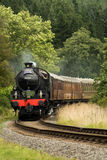 Быстро проходя поезд пара, carridges teak, обедая поезд Стоковая Фотография