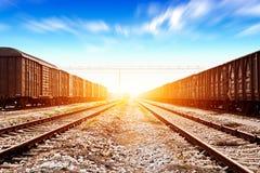 Быстрые бега поезда на следах Стоковое Фото