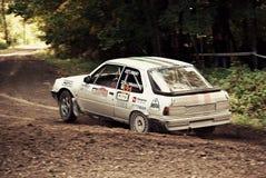 Быстрый захват быстрого автомобиля ралли Стоковые Фотографии RF