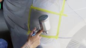 Быстрый ремонт краски автомобиля, оно принимает один до 2 часа сток-видео