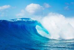 Былинные волны, совершенный прибой стоковые фотографии rf