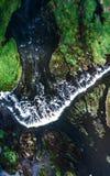 Былинный водопад от поднимающего вверх выше Стоковые Изображения RF