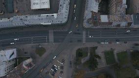 Былинный промежуток времени bussy уличного движения 4K видеоматериал