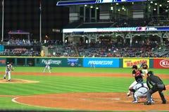 Бэттер на плите, бейсбольный матч кливлендских индейцев Стоковая Фотография RF