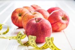 бюрократизм яблока измеряя Стоковые Изображения