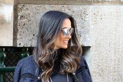 Бюстгальтеры Милан Silvia, зима 2015 2016 осени streetstyle недели моды милана Стоковые Изображения RF