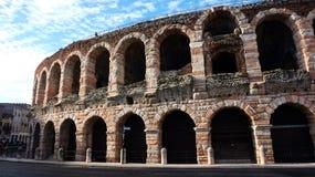Бюстгальтер аркады в Вероне, Италии стоковые фотографии rf