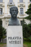 Бюст Masaryk с цитатой стоковая фотография