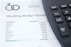 Бюджет свадьбы с калькулятором Стоковые Изображения RF