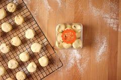 Благоприятный обмен подарка используя печенья Стоковая Фотография RF