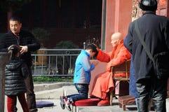 Благословение буддийского монаха Стоковые Фотографии RF