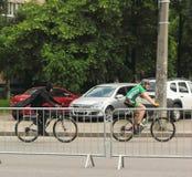 Благотворительная езда велосипеда вокруг города Стоковое фото RF
