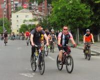 Благотворительная езда велосипеда вокруг города Стоковое Изображение