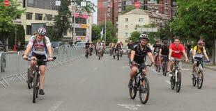 Благотворительная езда велосипеда вокруг города Стоковые Изображения