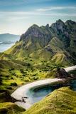 Благоустраивайте взгляд от вершины острова в островах Komodo, f Padar Стоковая Фотография RF