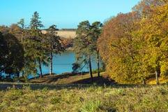Благоустраивайте имущество парка осени Kachanovka на солнечный день Стоковое фото RF