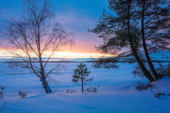 Благоустраивайте эскиз вечера ` s зимы, обозревая озеро Стоковое Изображение RF