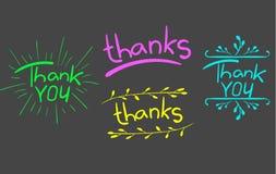 ` Благодарит ` oyou и ` благодарит слова ` изолированное на сером цвете Письма с элементами нарисованными рукой VECTR покрашено иллюстрация штока
