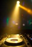 Блески фар на turntable dj Стоковые Фотографии RF