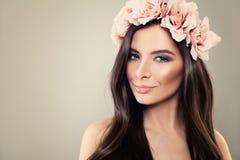 блестящая женщина Совершенный флористический стиль причёсок Стоковые Изображения