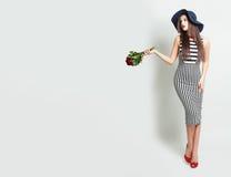 Блестящая женщина с розами Стоковое Изображение