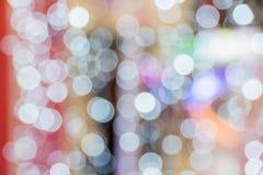 Блестящие звезды на bokeh звезды абстрактной картины конструкции украшения рождества предпосылки темной красные белые Стоковое фото RF