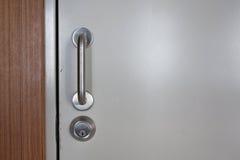 близкая ручка двери снятая вверх стоковое фото