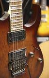 близкая электрическая гитара вверх стоковое фото