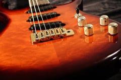 близкая электрическая гитара вверх Стоковые Изображения