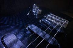 близкая электрическая гитара вверх Стоковые Фотографии RF