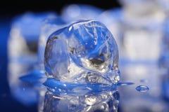 близкие кубики морозят вверх стоковое фото