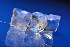 близкие кубики морозят вверх стоковые фото