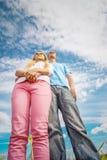близкие пары поднимают детенышей Стоковые Фотографии RF