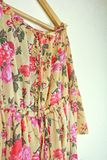 Близкий взгляд винтажного желтого платья Стоковые Фото