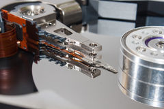 Близкий взгляд на старом открытом жёстком диске Стоковые Фотографии RF
