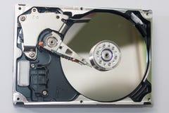 Близкий взгляд на старом открытом жёстком диске Стоковое Изображение RF