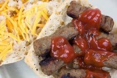 Близкий взгляд сандвича сыра кетчуп сосиски Турции Стоковое фото RF
