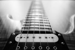Близкий взгляд электрической гитары Стоковые Фото